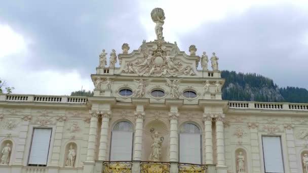 Schloss Linderhof von König Ludwig in Bayern - LINDERHOF, DEUTSCHLAND - 27. Mai 2020