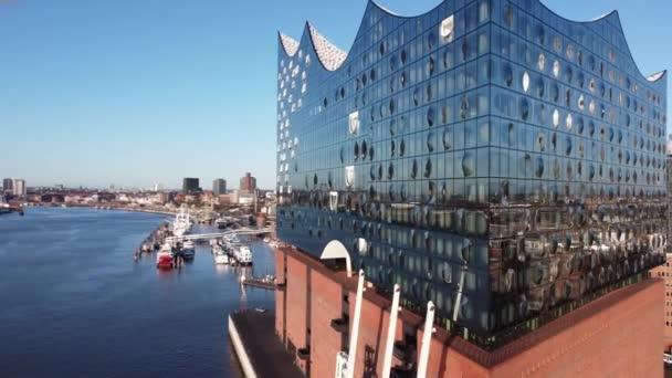 Rundflug um die Elbphilharmonie in Hamburg - HAMBURG, DEUTSCHLAND - 25. DEZEMBER 2020