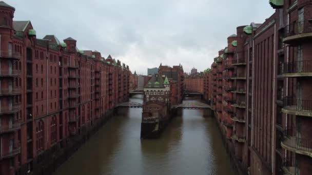 Flucht durch die Hamburger Speicherstadt