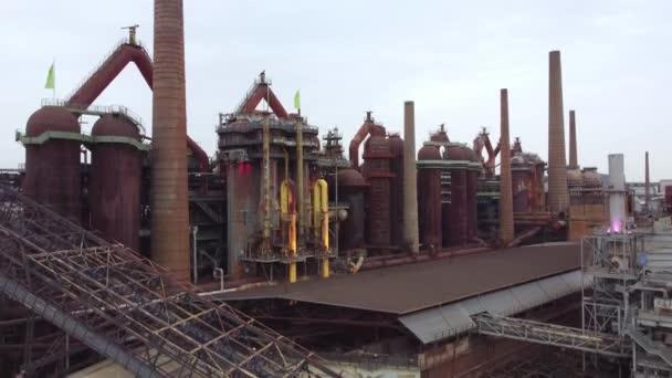 Flug über ein altes Fabrikgelände in Deutschland - Welterbe