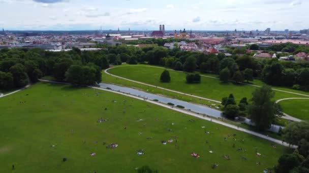 Englischer Garten in der Stadt München aus der Luft - Drohnenfotografie