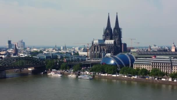 Skyline von Köln am Rhein - KÖLN DEUTSCHLAND - 25. Juni 2021