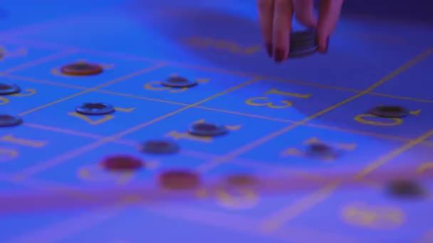 Ruletě v Casinu - uvedení herní žetony na stole