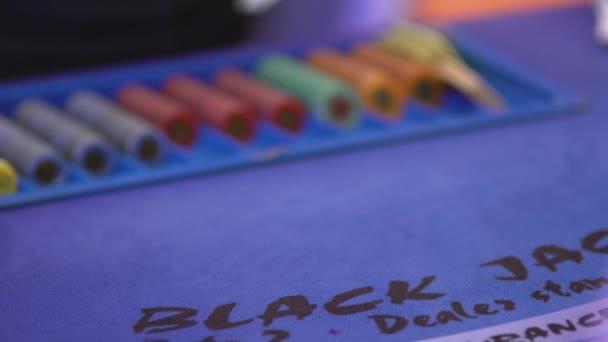 Glücksspiel Black Jack in einem Casino - Dealer-Ausgabekarten