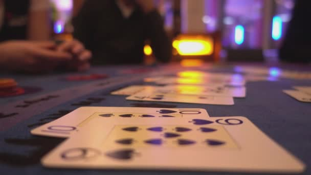 Kasino hře black jack - dealer vyplatí výhru