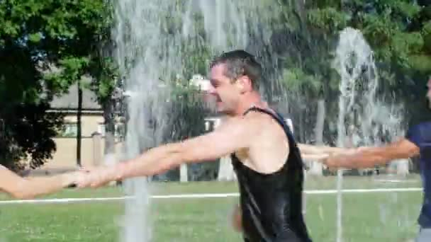 couples dancing in the fountain