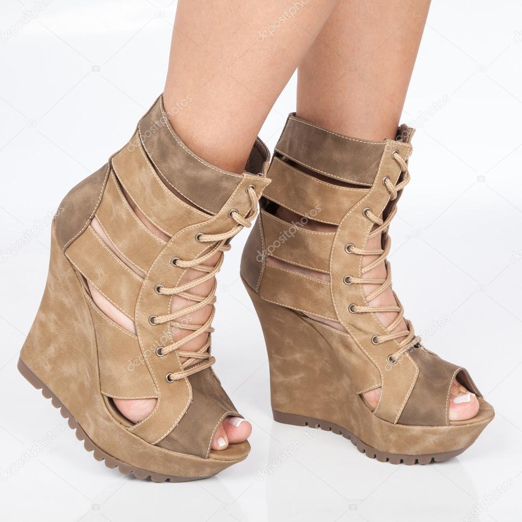 Boot παπούτσια πλατφόρμα καφέ με μπεζ κορδόνια — Εικόνα από  gonzalocallefotografia.gmail.com 4ebe3018ae0