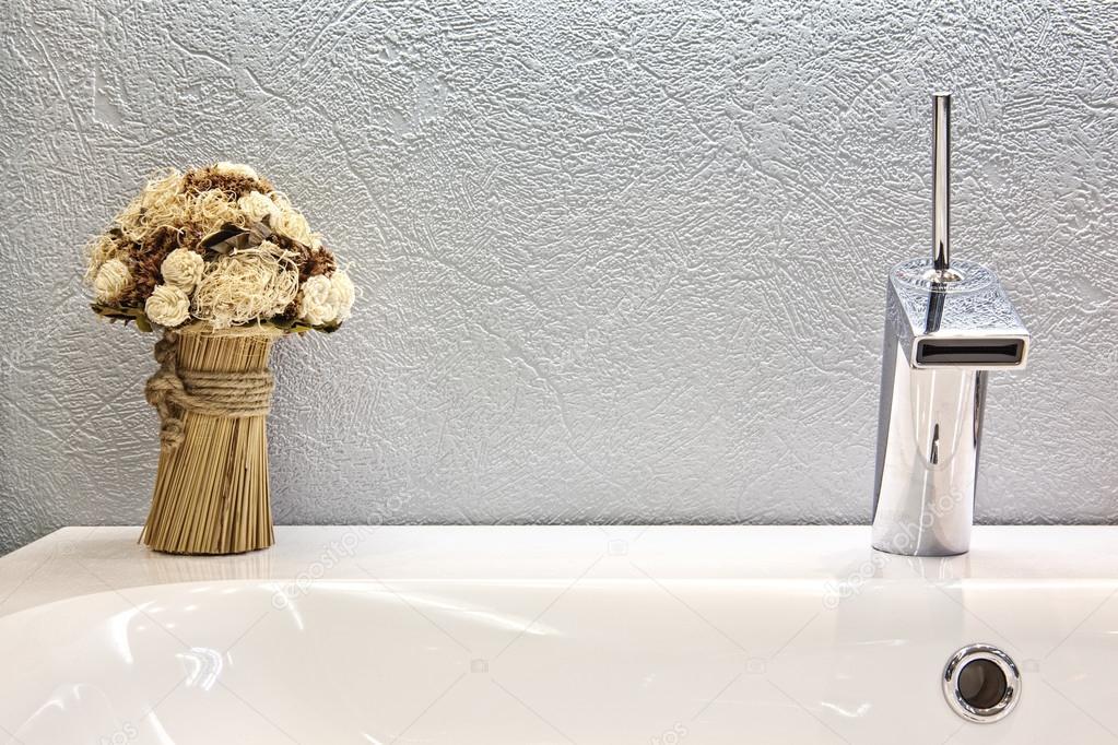 Modern ontwerp van chrome kraan u stockfoto fotoru gmail