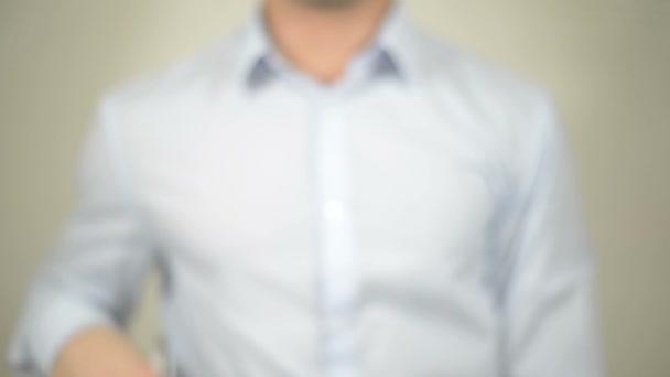 Produktrückruf, Mann schreiben auf transparenten Bildschirm