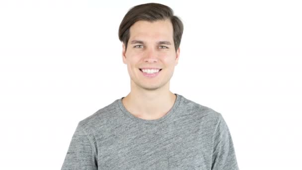 Portrét mladého hezkého muže s velkým úsměvem. Izolované na bílém pozadí