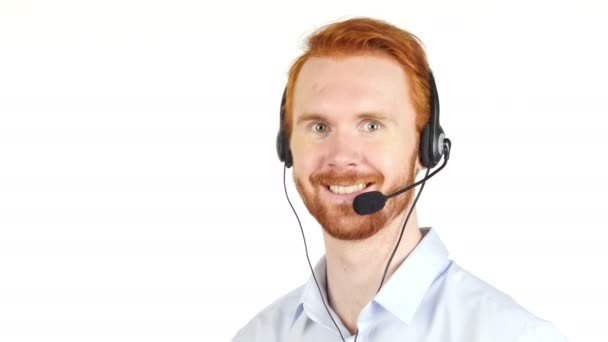 Detailní portrét zástupce oddělení služeb zákazníkům šťastný nošení headsetem