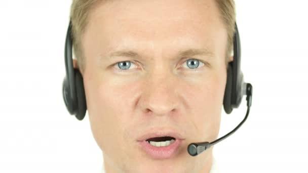 Agenta tvář mluví, práce v call centrum s jeho sluchátka