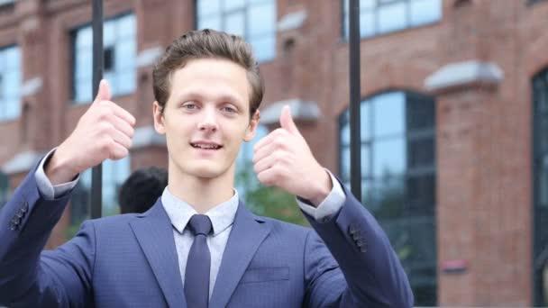 Thums pro strany mladý podnikatel, gesto