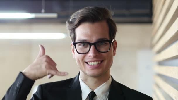 Služby zákazníkům, podnikatel gesto volání