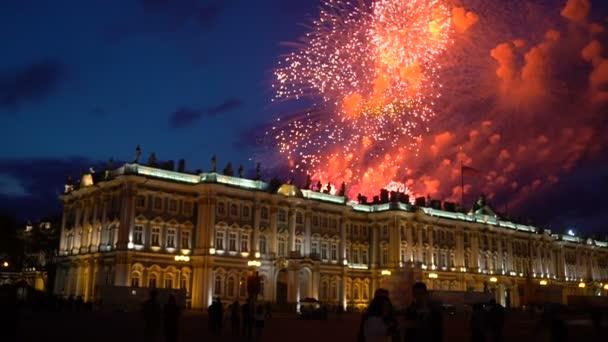 Tűzijáték, éjszaka város égen