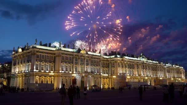 Gyönyörű tűzijáték az égre