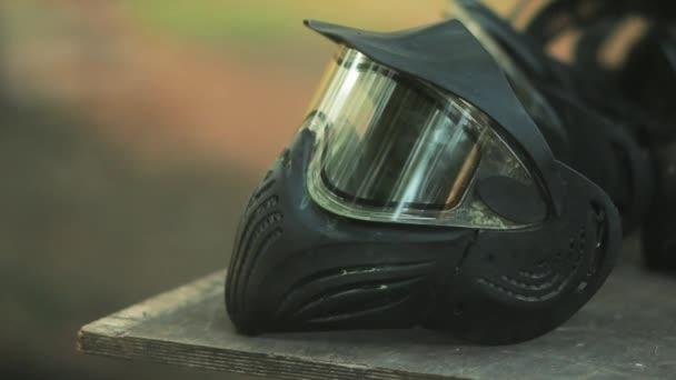 Maska chrání obličej pro extrémní sport