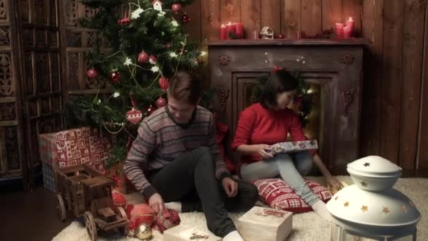 happy couple Christmas wrapping xmas gifts