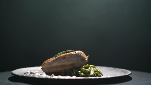 Sült csirke filé zöldséges, forgatható