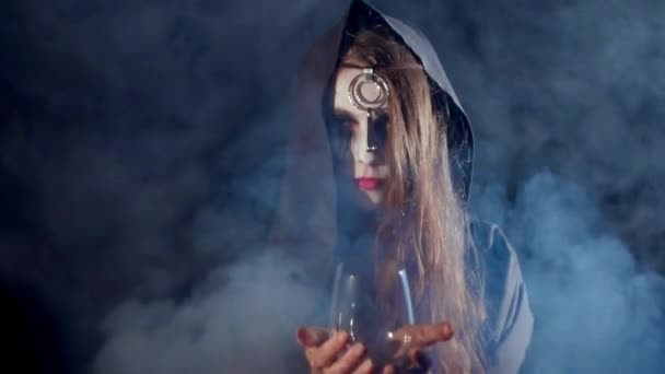 Strašidelné čarodějnice halloween se sklenkou