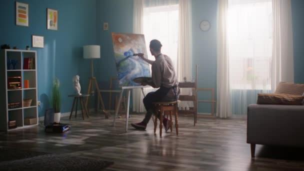 Künstler Mann im Atelier