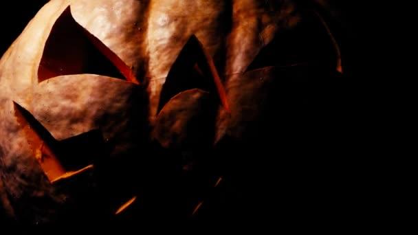 Halloween dýně s děsivou tváří, osvětlené zevnitř, velmi děsivé dýně na Halloween