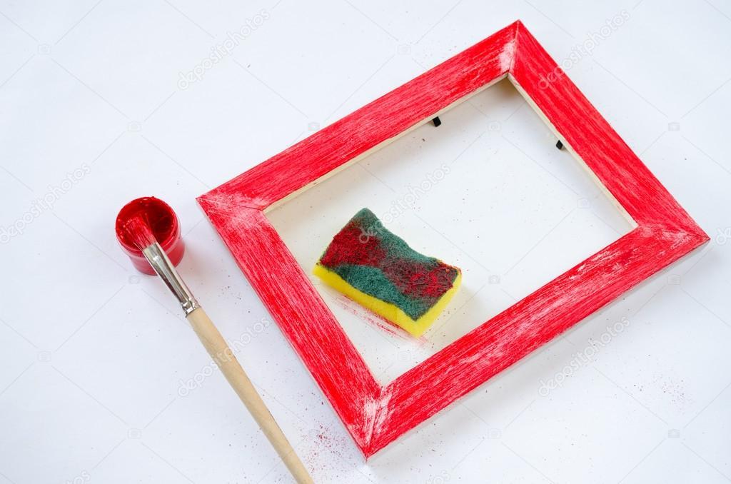 Marco de cuadro de madera pintado con pincel, esponja y pintura ...