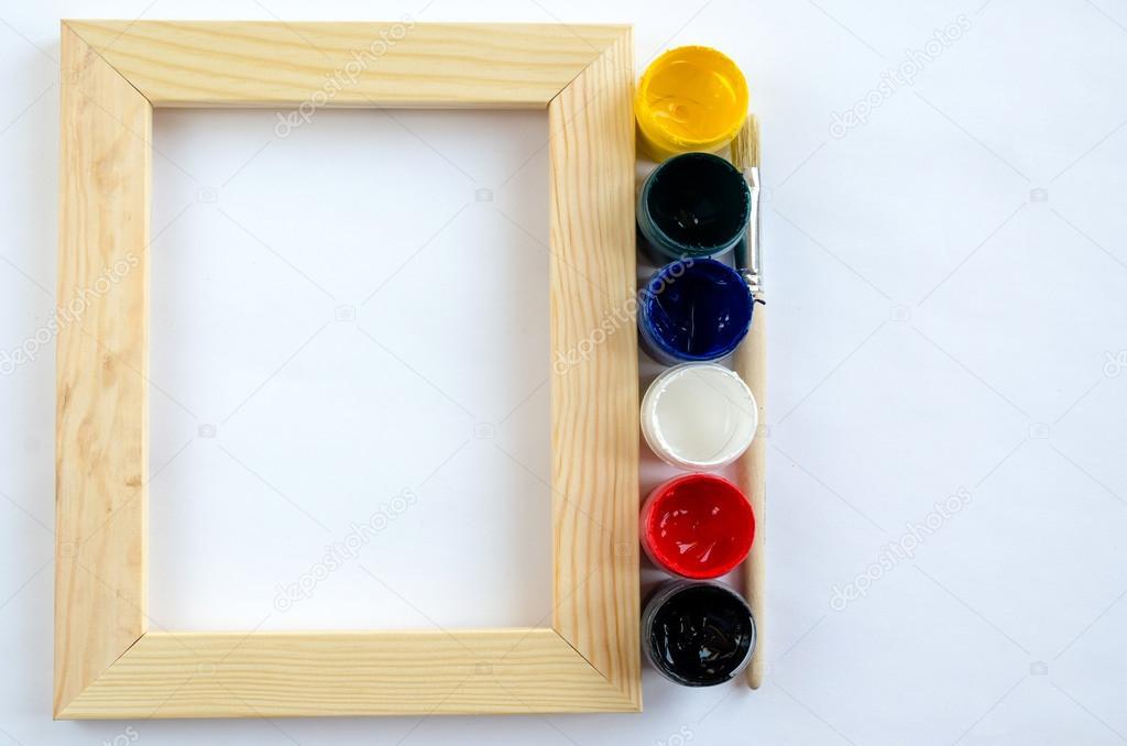 Holz Bilderrahmen mit Pinsel und Farben — Stockfoto © roventati ...