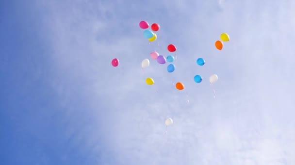Balóny létají se na obloze