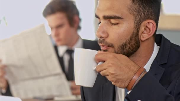 üzleti ember élvezi a kávészünet kávézó