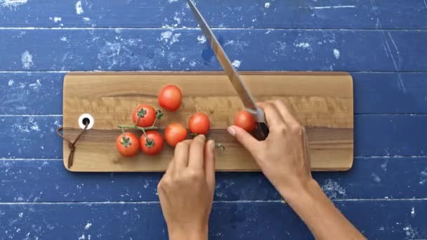 preparing and cutting lots of tomatoes