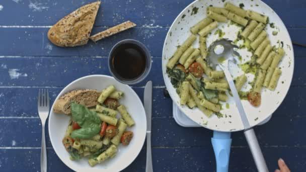 bazalkové pesto Těstovinový salát