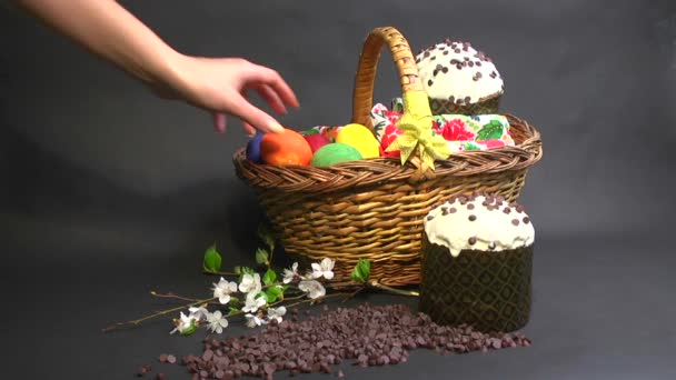 Easter basket . Easter cakes .
