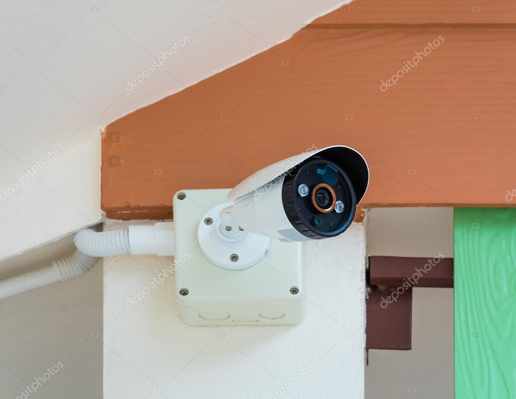 Uberwachungskamera Unter Dem Dach Stockfoto C Poravute Siriphiroon