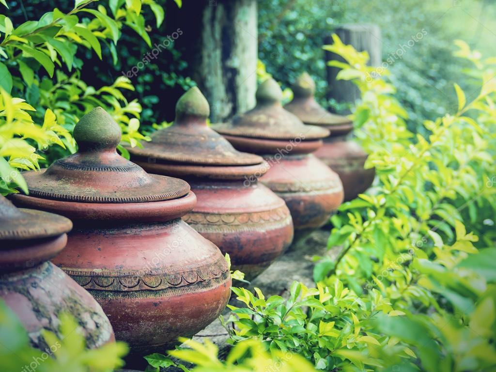Vasi di terracotta usati per mettere l 39 acqua potabile for Vasi terracotta prezzi
