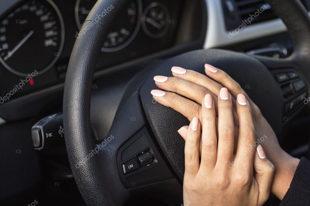 фото женской руки в масле на машине так домики красного