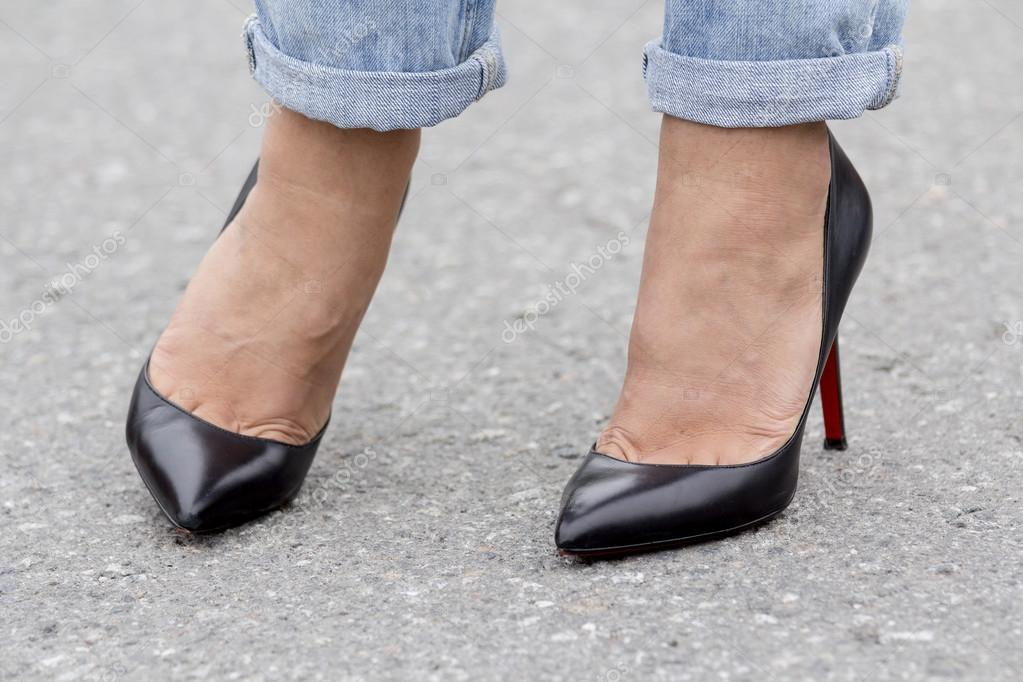 Girls feet in shoes — Stock Photo