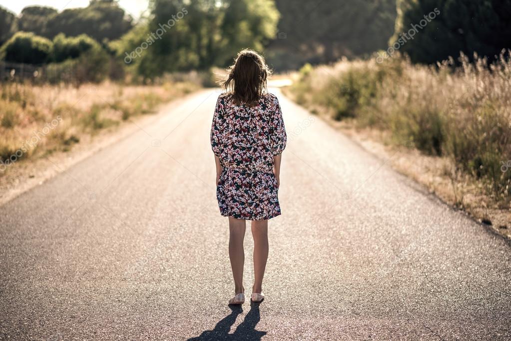 het meisje op de weg