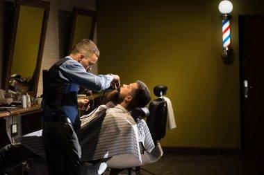 Grooming beard in a Barbershop