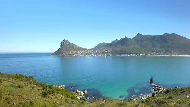 Hout Bay hegyi 4k Uhd légi felvételeket szikla tengerpart. Fokváros Dél-Afrika