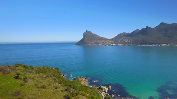 Hout Bay Mountain 4k Uhd letecké záběry z útesu pobřeží. Kapské město Jihoafrická republika. Část 1 ze 2