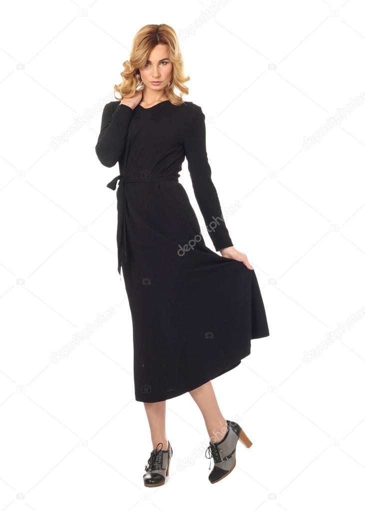 Art und Weisemodell tragen Schwarzes Cocktailkleid mit Emotionen ...