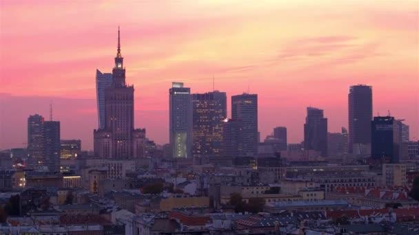Západ slunce ve Varšavě. Pohled z výšin