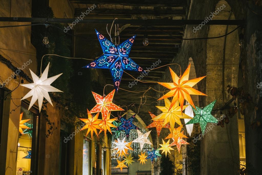 Decorazioni Luminose Natalizie : Decorazioni natalizie luminose u2014 foto stock © stocco.claudio.libero