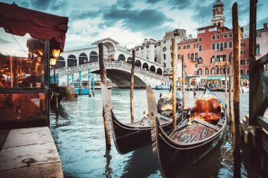 Rialto bridge view
