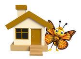 Fotografia divertente personaggio dei cartoni animati di farfalla con casa
