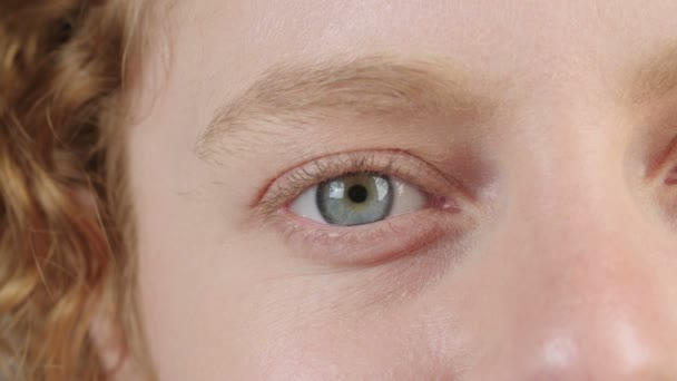 4K Close up of a woman's blue eyes
