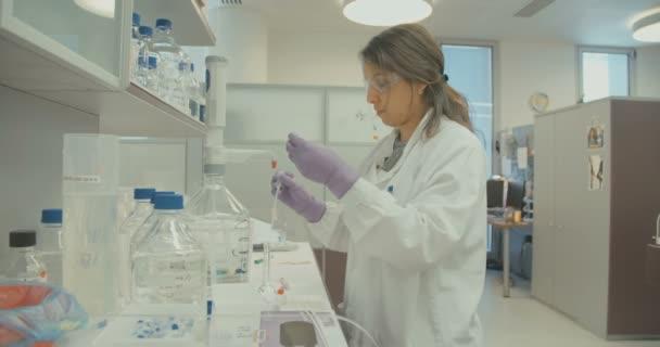Wissenschaftler am Ausbruch des Coronavirus arbeiten an einem Impfstoff gegen Coronavirus