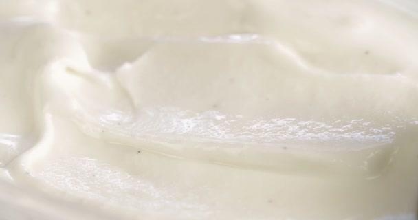 A vanília fagylalttal scooping közelről