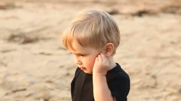 Мальчик гей на пляже фото 201-632
